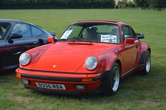 Porsche 911 Carrera 3.2 Supersport (CA Photography2012) Tags: b335rda porsche 911 carrera 32 supersport classic guards red german sportscar sports ca photography automotive exotic car spotting owners club lotherton hall 2018