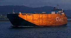 El barco dorado (alfonsocarlospalencia) Tags: cochero reflejo dorado luz espuma texturas proa pedreña atardecer casualidad agujeros azul camaleónico santander península de la magdalena abolladuras montaña playa cuadrados