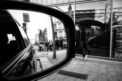 Get into the picture (ElBiSt (Bianca Stoicheci)) Tags: streetphotography streetstyle street straat antwerp blacknwhite blackandwhitestreetphotography blackandwhite mono people photography