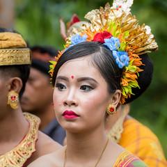 IMG_6692-tr (JLBenazra) Tags: bali cérémonie sawan indonésie costumes