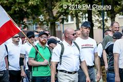 Rudolf-Heß-Gedenkmarsch 2018: Mord verjährt nicht! Gebt die Akten frei! Recht statt Rache  und Gegenprotest: Keine Verehrung von Nazi-Verbrechern! NS-Verherrlichung stoppen! – 18.08.2018 – Berlin –IMG_6309 (PM Cheung) Tags: rudolfhessmarsch wwwpmcheungcom berlin mordverjährtnichtgebtdieaktenfreirechtstattrache neonazis demonstration berlinspandau spandau friedrichshain hesmarsch rudolfhes 2018 antinaziproteste naziaufmarsch gegendemonstration 18082018 blockade npd lichtenberg polizei platzdervereintennationen polizeieinsatz pomengcheung antifabündnis rechtsextremisten protest auseinandersetzungen blockaden pmcheung mengcheungpo pmcheungphotography linksradikale aufmarsch rassismus facebookcompmcheungphotography keineverehrungvonnaziverbrechernnsverherrlichungstoppen antifaschisten mordverjährtnicht rudolfhesmarsch sitzblockaden kriegsverbrechergefängnisspandau nsdap nskriegsverbrecher geschichtsrevisionismus nsverherrlichungstoppen hitlerstellvertreterrudolfhes 17august1987 rathausspandau ichbereuenichts b1808 festderdemokratie verantwortungfürdievergangenheitübernehmen–fürgegenwartundzukunft rudolfhessmarsch2018 rudolfhesgedenkmarsch rudolfhesgedenkmarsch2018