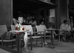 Perrier Citron ... ( P-A) Tags: été chaleur détente terrasse rafraichissement repos bienêtre vacances touristes voyages lubéron chaises tables boissons perrier frais urbaine photos simpa© lemondemerveilleuxdelaphoto photoquébec