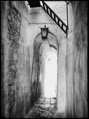Le passage (Jean-Louis DUMAS) Tags: lampe passage village white black blanc noir bw nb blackandwhite awesome noiretblanc