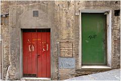 siena (beauty of all things) Tags: italien toskana urbanes siena türen doors red green fassaden