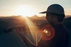 Violin in the desert, Iran (ReinierVanOorsouw) Tags: iran iranian travelling ontheroad roadtrip persian persia irani wanderlust reiniervanoorsouw reinierishere goexplore