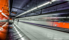 20180912__DSC8379.jpg (Lea Ruiz Donoso) Tags: spain madrid metro underground subway tren tunnel lineas people reflejos arquitectura ngc sony learuizdonoso
