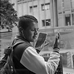Espejos - Carrera Séptima, Bogotá (RoryO'Bryen) Tags: roryobryen colombia copyrightroryobryen bogotá blackandwhite biancoenero blancoynegro street streetphotography mirrors espejos streetlife calle callejeando colombie rolleiflex 120mm carreraséptima