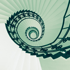 (maxelmann) Tags: architecture architektur treppenhaus snail schnecke treppenauge spirale swirl rund round treppengeländer stufen treppenstufen hamburg hh quadrat quadratisch green grün looking up down stairs stairway zickzack