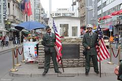 Checkpoint Charlie, Berlin (philippeguillot21) Tags: berlinouest checkpoint charlie allemagne deutschland europe capitale americain uniforme veste képi drapeau pixelistes canon