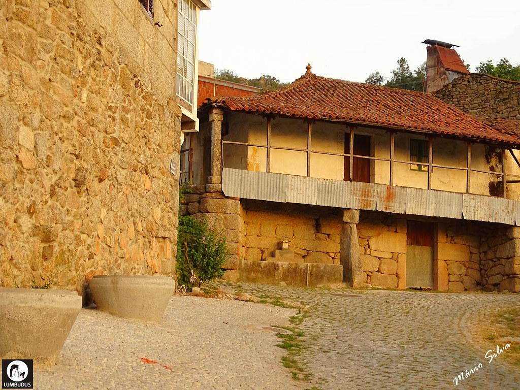 ÁguÁguas Frias (Chaves) - ... casas na Aldeia ...  . vista parcial da Aldeia com a igreja matriz as Frias (Chaves) - ...