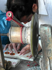 agra precision (2) (kexi) Tags: agra india asia uttarpradesh man working work vertical precision inlaid samsung wb690 february 2017 hands tool