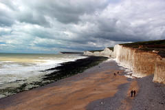 Dark clouds over the Seven Sisters (iwys) Tags: seven sisters chalk cliffs sussex coast beach stormy sky dark clouds people walking weather
