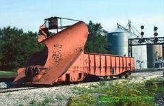 ICX 8049 plow, Gilman, IL. 6-09-1991 (jackdk) Tags: train railroad railway railroadcar car freight freightcar gondola ic icg illinoiscentral illinoiscentralgulf ashkum plow icx8049 8049 fallenflag