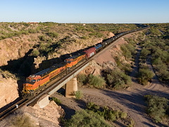 BNSF 7027 UPHXRAV-14, 09/14/18 (Ray C. Lewis) Tags: wickenburg bnsf burlingtonnorthernsantafe railroad train drone aerial transportation railfanning railway