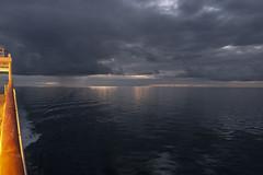 unendliche Weiten (wolf238) Tags: night nacht see sea meerblick nordatlantik clouds wolken horizont onboard mshamburg nordsee
