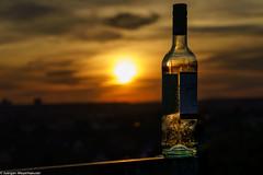 Flasche in der Abendsonne (J.Weyerhäuser) Tags: mainz sonnenuntergang flasche geländer sky bottle