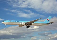 HL7784 Boeing 777-385ER Korean Air (Keith B Pics) Tags: keithbpics lasvegas las klas hl7784 b777 boeing kal koreanair b777300 777