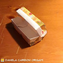 """Origami Challenge 114/365 """"Scatola con coperchio"""" Modello creato nel 1999. -------------------------------------------- """"Box with lid"""" Model created in 1999.  #origami #cartapiegata #paperfolding #papiroflexia  #paper #paperart #createdandfolded #original (Nocciola_) Tags: box paperart cartapiegata createdandfolded papiroflexia paperfolding originaldesign danielacarboniorigami paper scatola origami"""