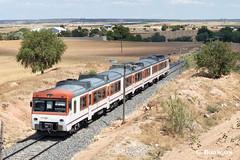 Old orange (ɢ. ʙᴇʀᴇɴɢᴜᴇʀ [ ō-]) Tags: 592 renfe regional 592237 camello superman tarancón naranja ffcc railway railroad