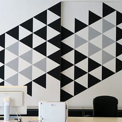 Modern Murals (YIP2) Tags: wallpainting mural phk18 minimal minimalism simple line lines detail details pattern curves abstract surface less urbandetail square carre city urban stripes linea geometry design texture outside wall letter construction architecture tonnekesengers
