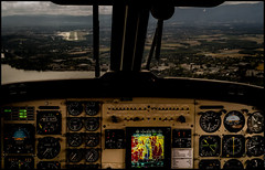 FASTEN SEAT BELT (J.P.B) Tags: landing aerial beechcraft aviation avion
