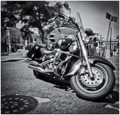 Fotografía Estenopeica (Pinhole Photography) (Black and White Fine Art) Tags: fotografiaestenopeica pinholephotography camaraestenopeica pinholecamera lenslesscamera camarasinlente pinhole estenopo estenopeica stenopeika sténopé sanjuan oldsanjuan viejosanjuan puertorico motora motorcycle bn bw