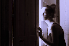 de la serie En la casa de al lado (barbara bezina) Tags: selfportrait longexposure barbarabezina art artistic light
