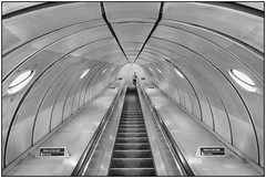 180814-0936 HEADING UNDERGROUND (28HR) Tags: tatemodern museum london city southbank underground tube station southwark architecture monochrome blackwhite steel stainlesssteel