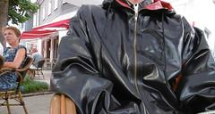 coffee bar in latex (lulax40) Tags: rubber rubberboots regenkleidung rubberist rubberslave rubberfetish gummistiefel gummi gummisklave gummikleidung gummiregenkleidung latex latexslave latexjeans latexclothes latexshirt latexhose hunter hunters humiliation