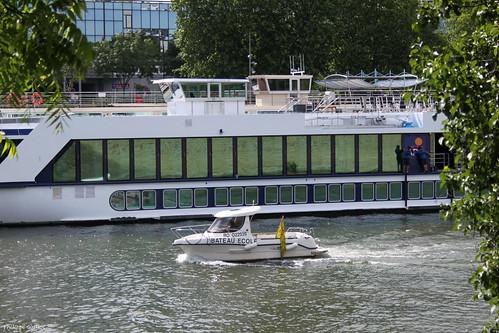 Paris : bateau-école dans le port de Grenelle