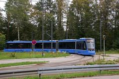 Langsam setzt Avenio 2501 in der Schleife zurück, um danach nach Grünwald zu fahren (Frederik Buchleitner) Tags: 2501 avenio groshesseloherbrücke messfahrt munich münchen probefahrt siemens strasenbahn streetcar twagen t4 tram trambahn