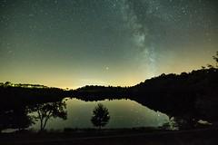 Sternenhimmel am Weinfelder Maar (clemensgilles) Tags: light spiegel lake lakeside maar mirror darkness night nachtfotografie astrofotographie starlight sternenhimmel milkyway milchstrase deutschland eifel germany