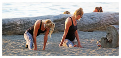 Identical Twins Doing the Splits (HereInVancouver) Tags: splits youngwoman beach water ocean pacific englishbay vancouverswestend city urban log outdoors sand blond thingstodobythewater vancouver bc canada canong3x candid