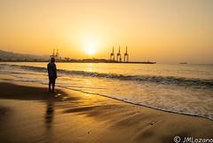 Disfruta del momento (EXPLORE) (josmanmelilla) Tags: malaga playas playa amaneceres amanecer mar agua pwmelilla flickphotowalk pwdmelilla pwdemelilla