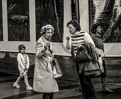 Zeiss  50mm f/2.0 T* Planar, ZM (Stevenchen912) Tags: streetphoto streetcandid streetscene streetportrait candid cadid geometry geo bw blackwhite urbanlife urbanstreet women composition contrast decisivemoment desicive