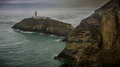 South Stack lighthouse in the rain (G. Warrink) Tags: wales visitwales cymru findyourepic lovewales beautifulwales discoverwales southstacklighthouse south stack lighthouse holyhead rain sea coast shore rocks ynyslawd panorama