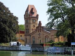 Freie Waldorfschule Berlin-Südost (Gertrud K.) Tags: berlin boattrip architecture niederschöneweide watertower