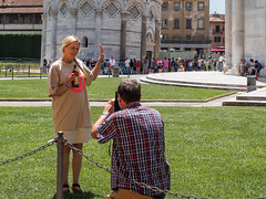 Snap 077 (Peter.Bartlett) Tags: tourists people city olympuspenf colour peterbartlett man urban candid woman m43 microfourthirds camera urbanarte streetphotography lunaphoto standing couple bottle pisa toscana italy it