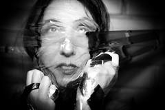 ILUMINISMO - Sufocar (Simone Sattler) Tags: pb bn bw iluminismo aprisionar prender preto branco cinza luz sombra mulher corpo pele lã expressões interpretações retrato dualidade mãos olhares abstrato minimalismo simplicidade essencia expressão sentimentos corporal sensações interpretação foto sufocar plastico oprimir medo panico