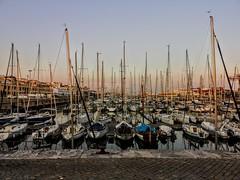 Barcos apilados (javier.bohigas) Tags: lisboa barco puerto mar portugal