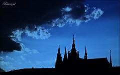 La hora azul (Y la noche avanza...) (bruixazul poc a poc...) Tags: cielo catedral sanvito praga contraluz silueta prismadecolores amoralarte horaazul
