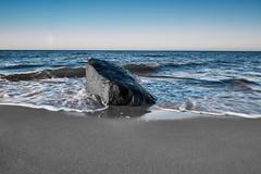 Fels in der Brandung (CB-Photos) Tags: wasser water fels rock meer sea sand wellen blu strand beach