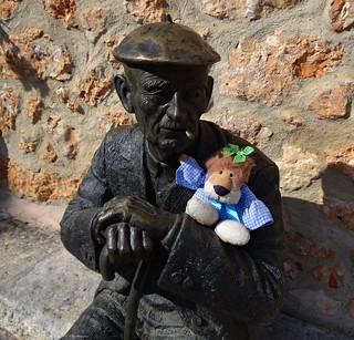 Hola amigos !!! Esta escultura está en Mecerreyes, Burgos, España.