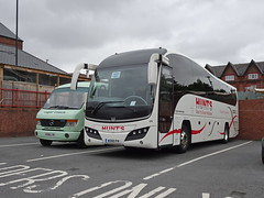 Hunts 8350FH Chesterfield (Guy Arab UF) Tags: hunts alford 8350fh volvo b9r plaxton elite bus chesterfield coach station derbyshire buses aa11als