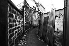 Bangkok - Thailand (arin.hakopian) Tags: bw blackwhite white black sw schwarzweis schwarz weis mono monochrom monochrome canon eos70d bangkok thailand asia street einfarbig gasse alley