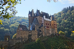Castle Eltz, Explore # 376, Sept 18th, 2018 (Andy von der Wurm) Tags: castle burg palace schloss eltz eifel moselle eltzbachtal cochem rheinlandpfalz rhinelandpalatine germany deutschland allemagne alemania europa europe andyvonderwurm andreasfucke hobbyphotograph outdoor woods wald forest trees bäume architecture architektur gebäude building explore explored 18th september 2018