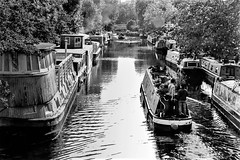 Little Venice, London. (parnas) Tags: littlevenice london narrowboats canal zwartwit blackandwhite blackwhite analoog film ilforddelta