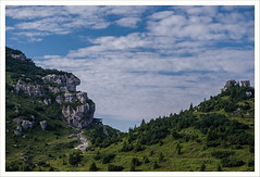 Verso Cima Caldoline (Outlaw Pete 65) Tags: paesaggi landscapes cielo sky nuvole clouds montagna mountain roccia rock alberi trees erba grass natura nature colori colours fujixe3 fujinon1855mm collio lombardia italia