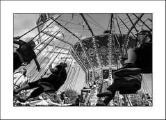 On vous emmène..... (Panafloma) Tags: 2018 bandw bw catégorieprojet evènements famille grandebretagne greatbritain géographie nadine nadinebauduin natureetpaysages personnes rochester techniquephoto végétaux blackandwhite festivalcharlesdickens fête fêteforaine manège monochrome noiretblanc noiretblancfrance streetphoto france fr
