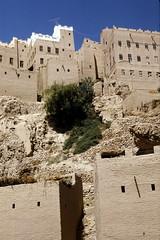 Al-Hajarein from below (motohakone) Tags: jemen yemen arabia arabien dia slide digitalisiert digitized 1992 westasien westernasia ٱلْيَمَن alyaman kodachrome paperframe